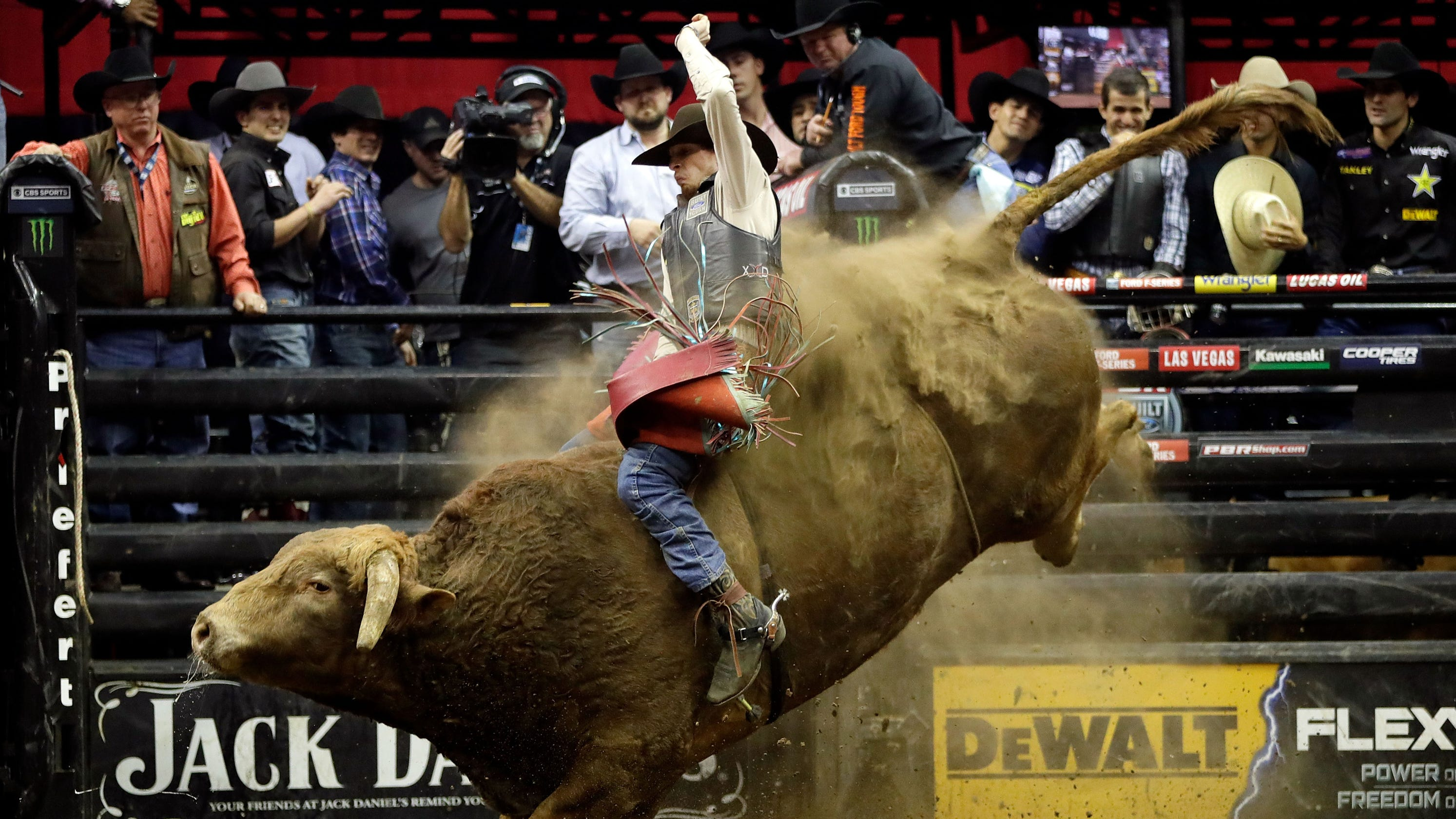 Bull Rider Mason Lowe Ranked No 18 Dies After Bull