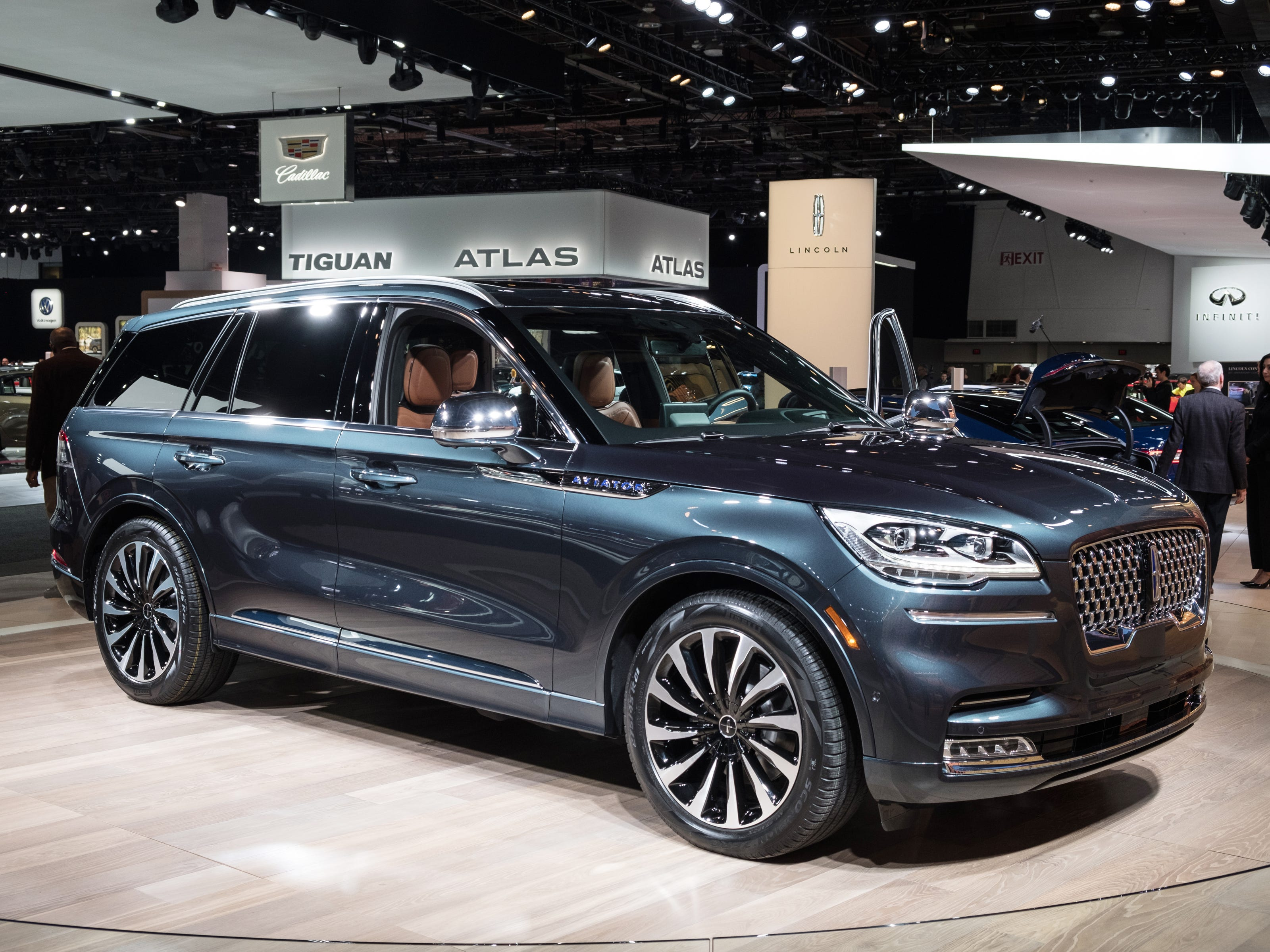 A 2020 Lincoln Aviator Plug-In Hybrid sits on display during the 2019 North American International Auto Show held at Cobo Center in downtown Detroit on Tuesday, Jan. 15, 2019.  (Via OlyDrop)