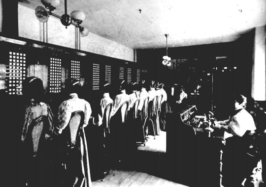The Central Office of New York Telephone in Binghamton in 1898 with operators ready to connect users.