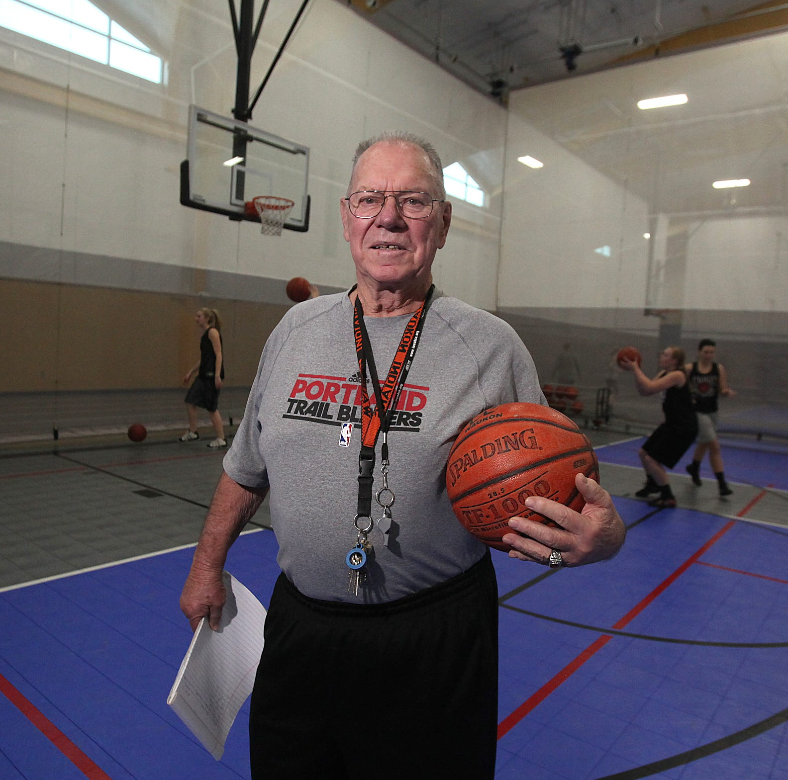 'Basketball Jesus': Iowa's winningest girls' basketball coach Gene Klinge dies