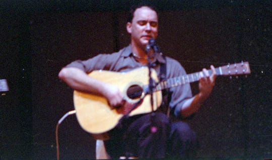 Dave Matthews performing Feb. 27, 1999, at Luther College in Decorah, Iowa.