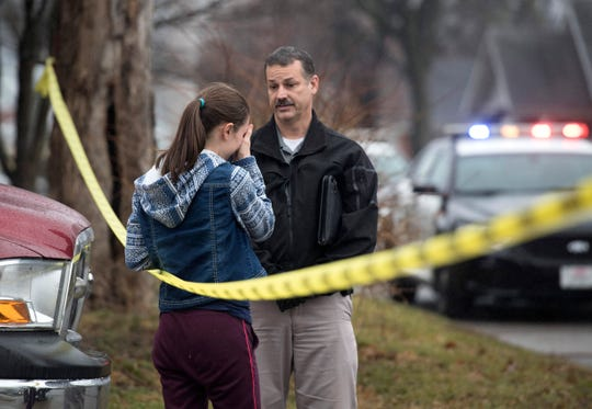 Owensboro Police Deptartment Detective Wilkerson informs a woman about the fatal shooting that occurred at 940 Audubon Avenue. She believed a relative was inside, Thursday, Jan. 17, 2019.