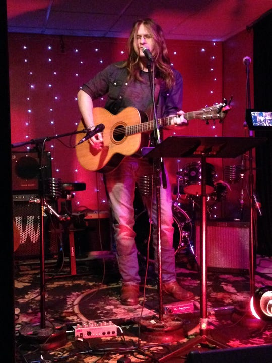 Singer-songwriter Seth Raddatz will perform his original songs during a concert at Door Community Auditorium this Saturday.