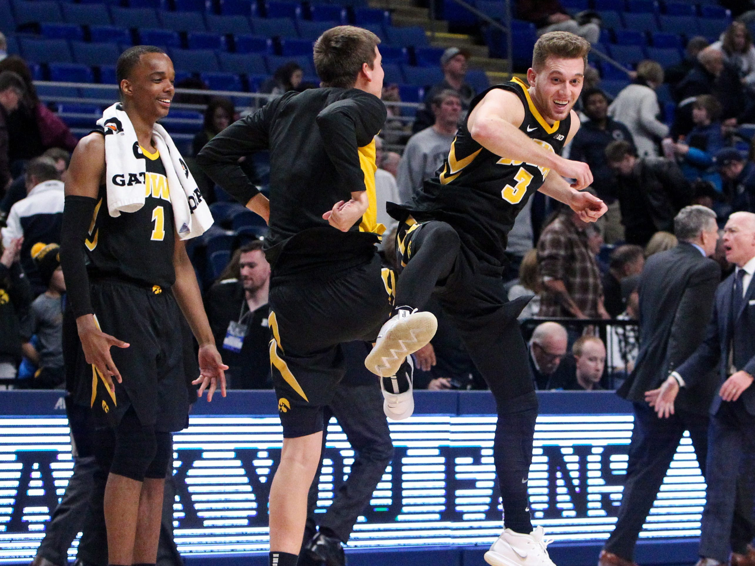 Leistikow: This Iowa basketball team finding toughness and joy it once lacked