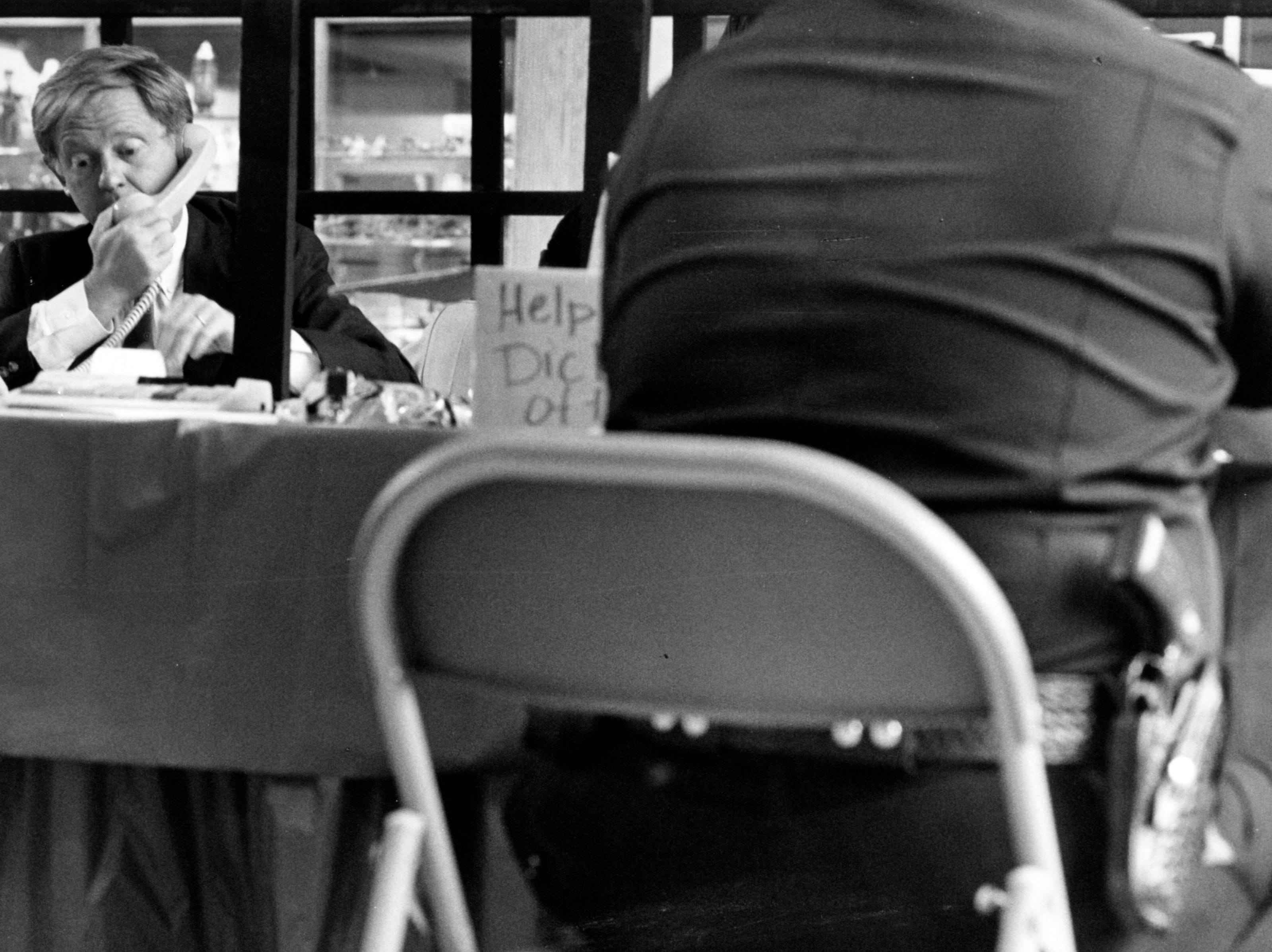 Mayor Victor Ashe makes phone calls to help raise $1500 for his bail from inside the jail at East Town Mall during a fundraiser to raise money for cancer in 1988.