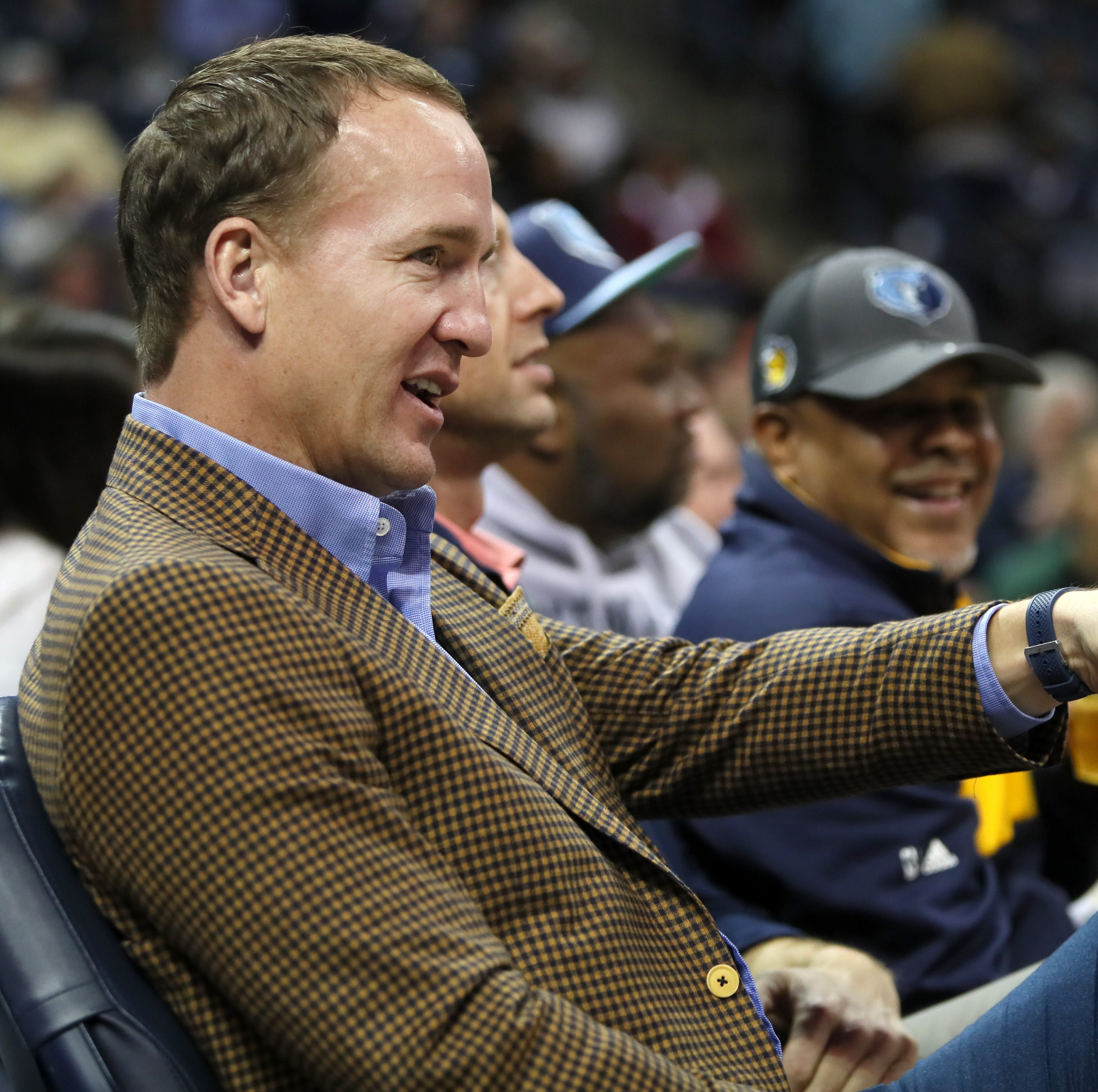 Peyton Manning – and a Bill Belichick lookalike – dropped by FedExForum for the Grizzlies game