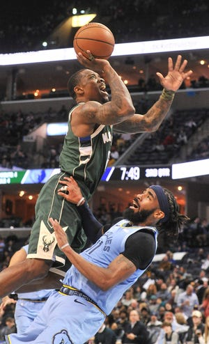 Bucks guard Eric Bledsoe goes to the basket against Memphis Grizzlies guard Mike Conley during the second half Wednesday night.