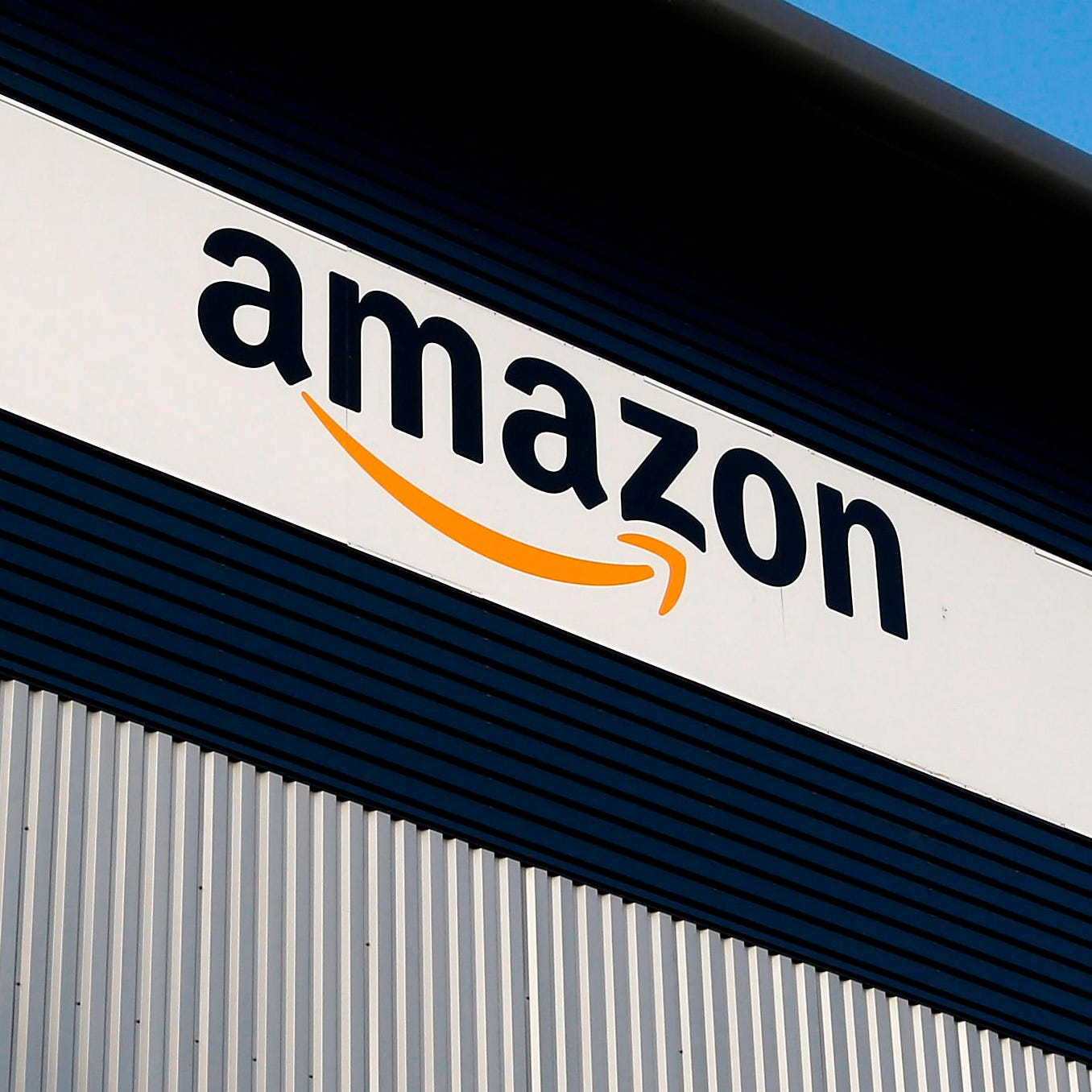 Hallan bebé muerto en almacén de Amazon en Phoenix