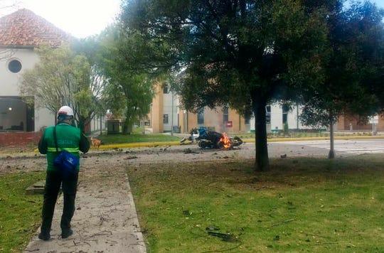 Al menos nueve personas murieron y decenas más resultaron lesionadas por la explosión de un coche bomba en la academia de policía de la capital colombiana el jueves