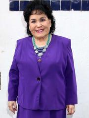 Carmelita Salinas está siempre dispuesta a contestar cualquier cuestionamiento.
