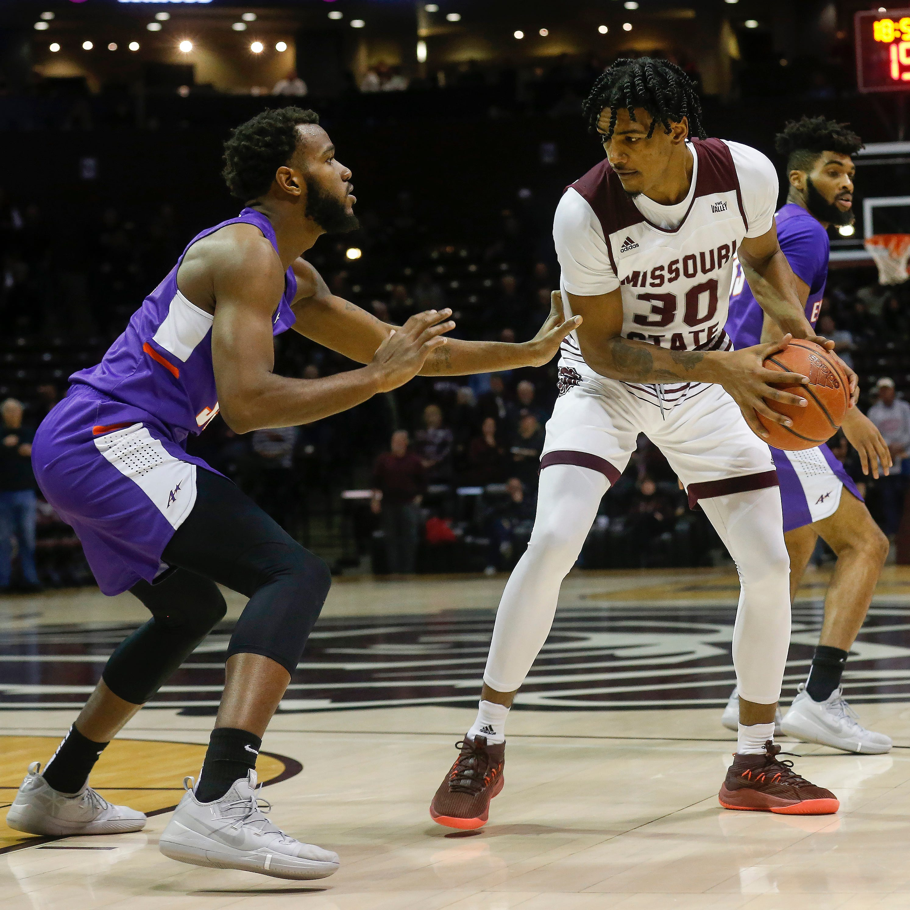 The unlikeliest of heroes guided Evansville basketball to its first road win of the season