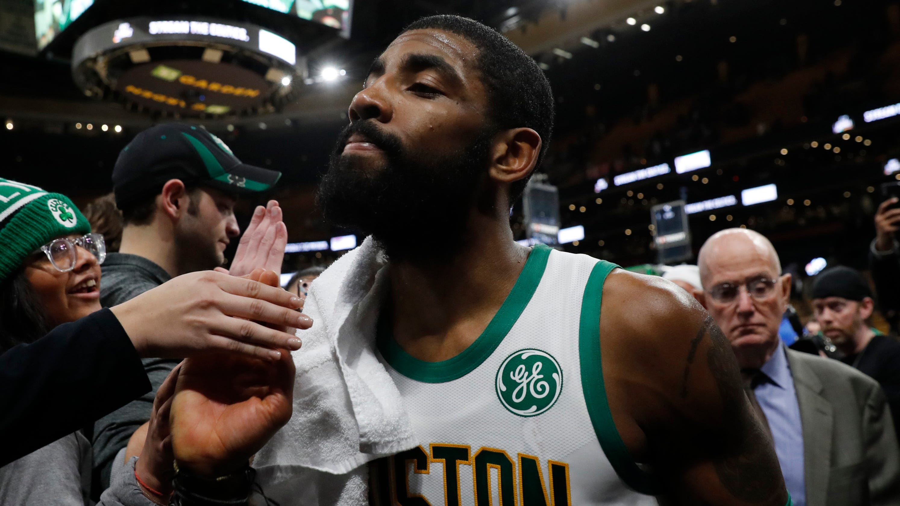 74e8b10668ca Kyrie Irving apologized to LeBron James in discussion about leadership