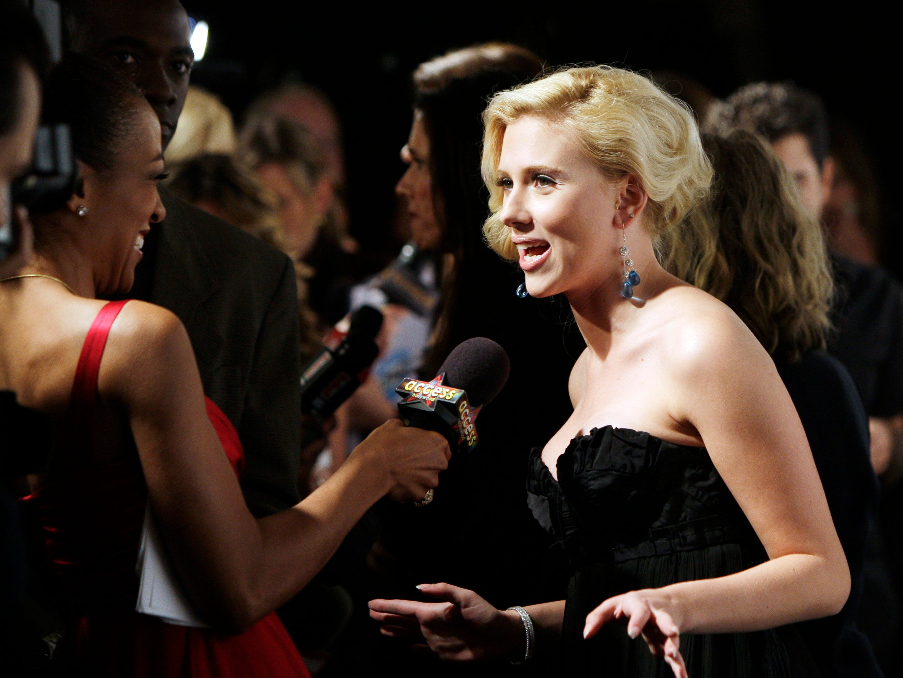 Honoree actress Scarlett Johansson conducts an interview after she arrived at Elle magazine's 14th Annual Women in Hollywood tribute in Los Angeles Monday, Oct. 15, 2007. (AP Photo/Kevork Djansezian) ORG XMIT: KSD106