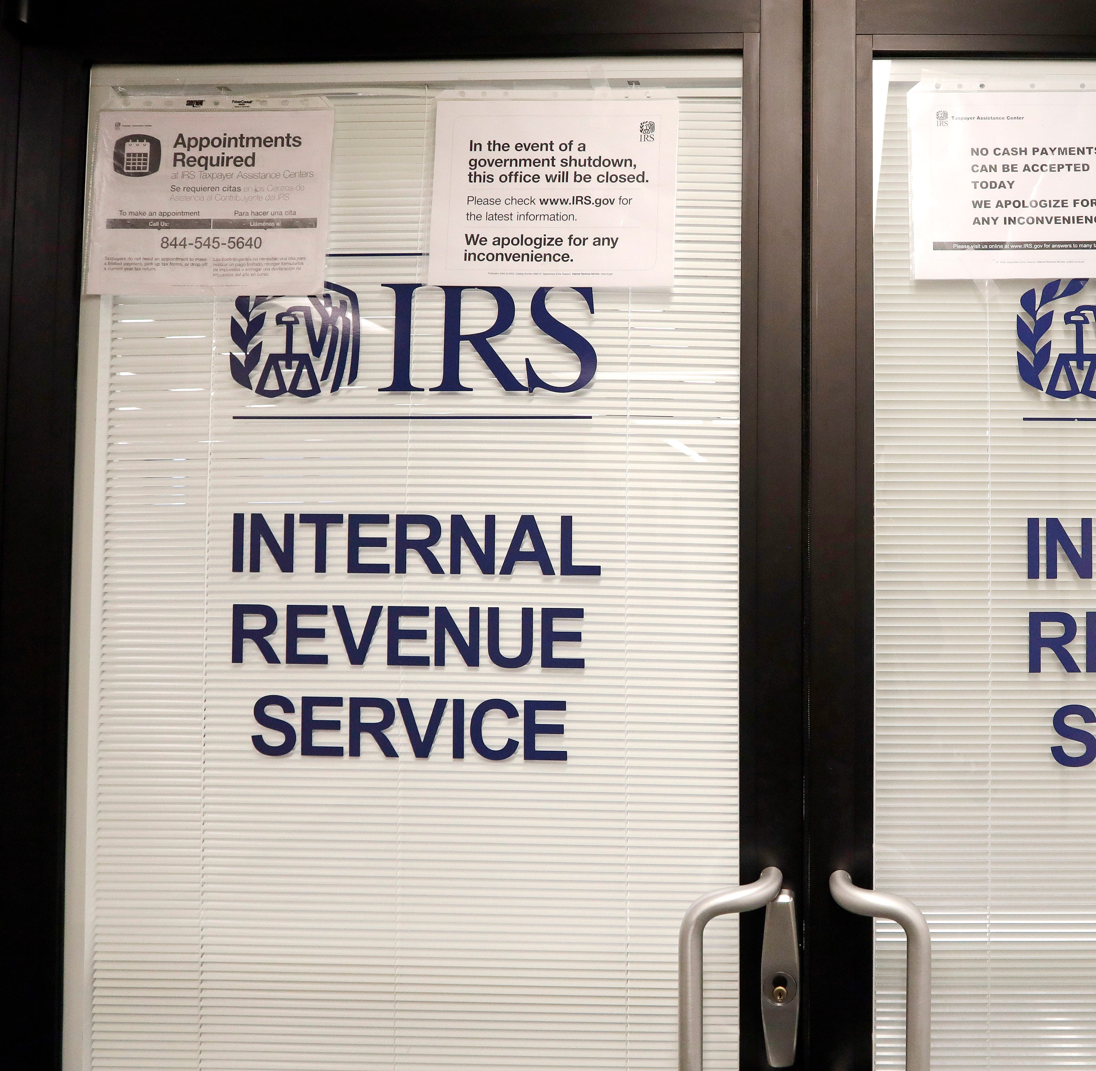 Government shutdown stymied frozen tax refunds, tied up IRS phone lines, report shows