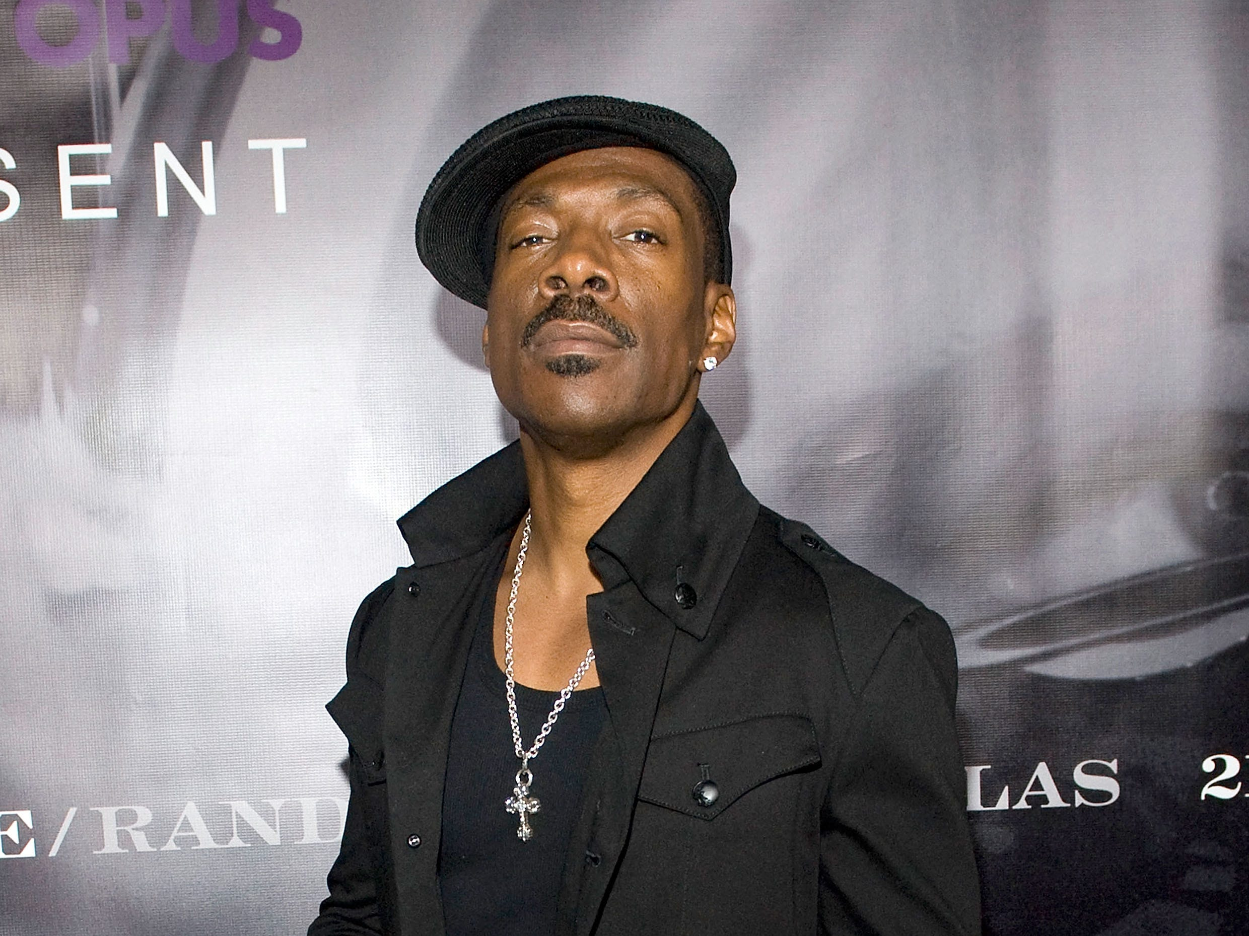 "LOS ANGELES, CA - MAY 30:  Actor Eddie Murphy arrives at a book party for ""21 Nights"" by Prince and Randee St. Nicholas held at a private residence on May 30, 2008 in Los Angeles, California.  (Photo by Charley Gallay/Getty Images) ORG XMIT: 81282128 GTY ID: 82128CG002_PRINCE_S_BOOK"