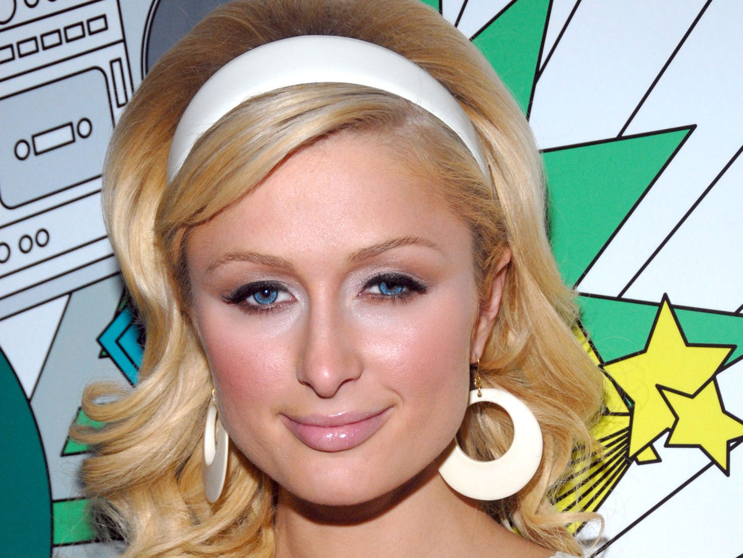 "Paris Hilton poses backstage after appearing on MTV's ""Total Request Live"" show at MTV Times Square Studios, Thursday, July 13, 2006, in New York. (AP Photo/Paul Hawthorne) ORG XMIT: NYPH10"