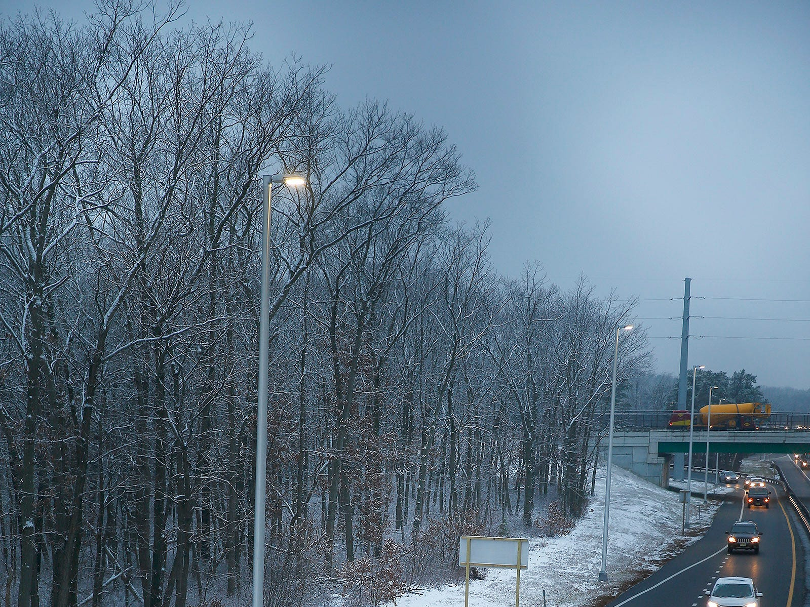 Traffic moves freely along the Garden State Parkway near exit 91 in Brick Township after a light snow Friday morning, January 18, 2019.