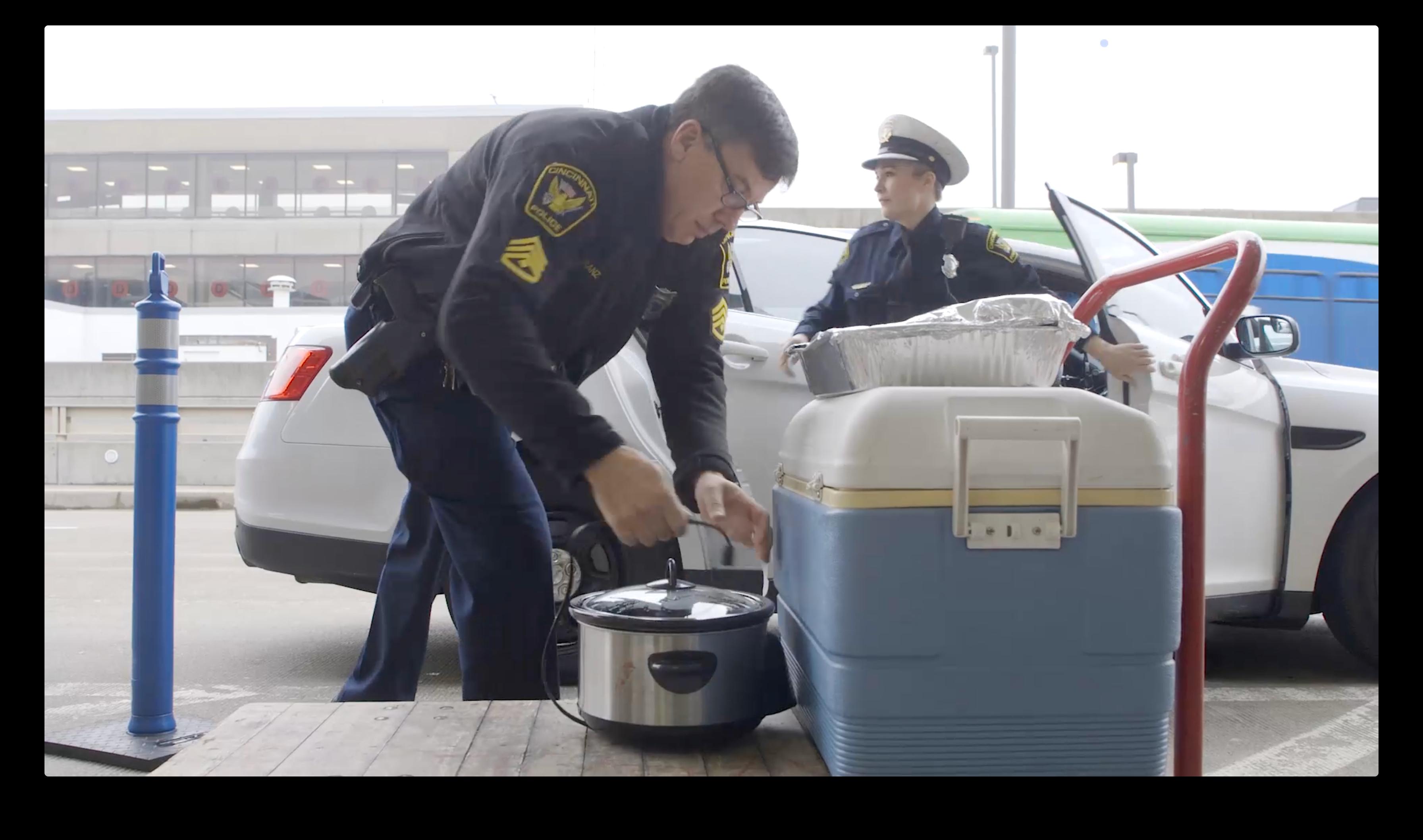 Cincinnati police bring food for TSA agents