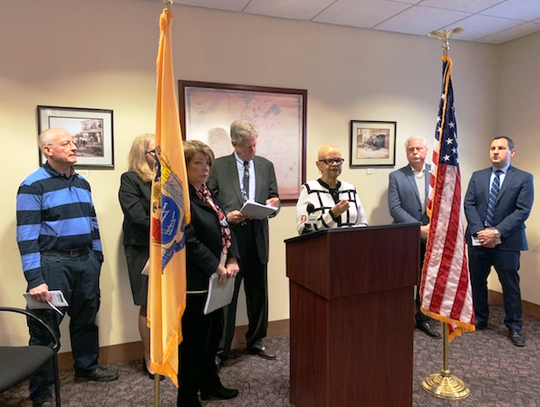 Rep. Bonnie Watson Coleman and Rep. Frank Pallone Jr. met in Metuchen to call for the end of the federal government shutdown.