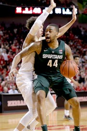 Michigan State's Nick Ward is defended by Nebraska's Isaiah Roby during the second half.