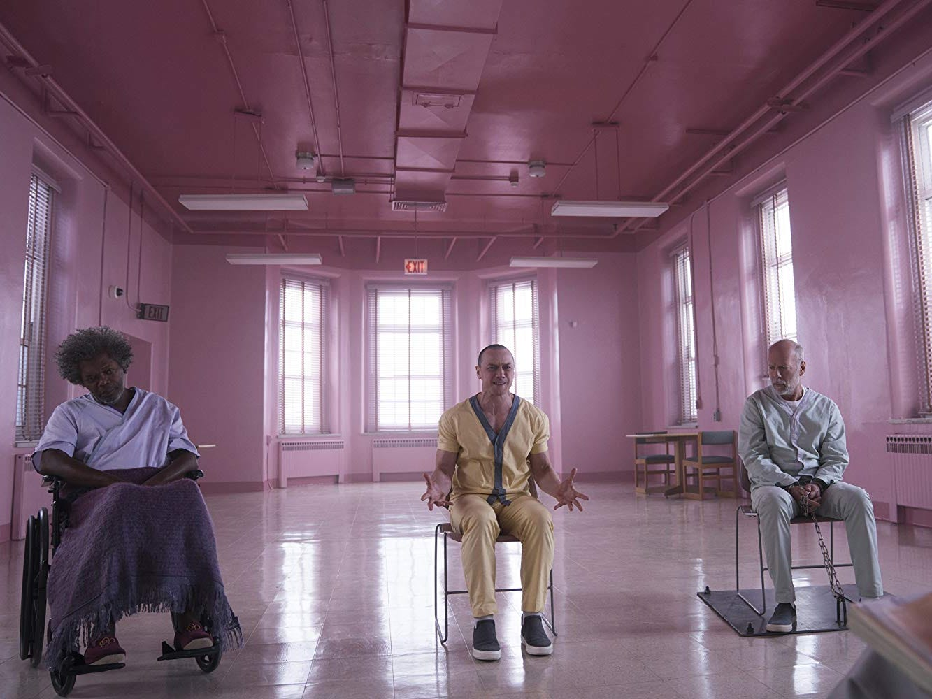 Review: With nowhere to go, 'Glass' shatters