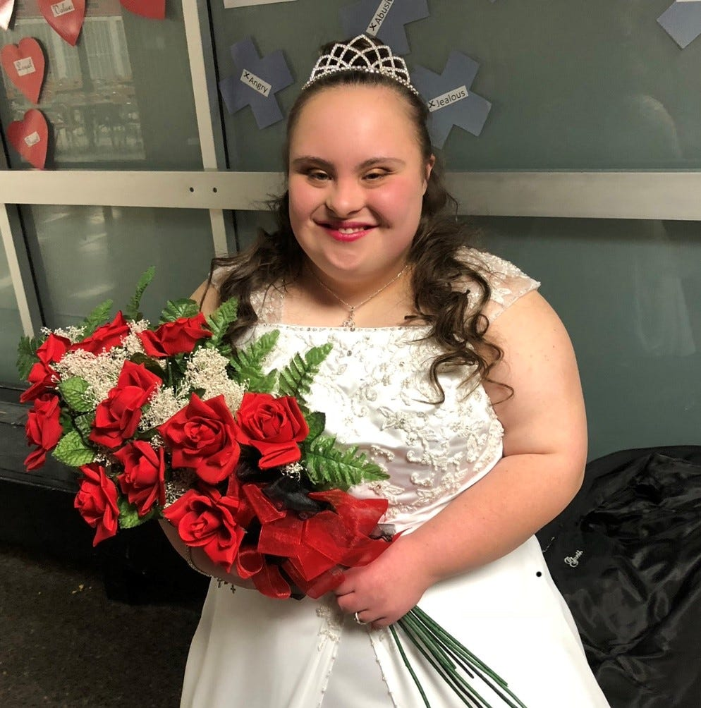 37 years after her mom was homecoming queen, Indiana teen with Down Syndrome is crowned