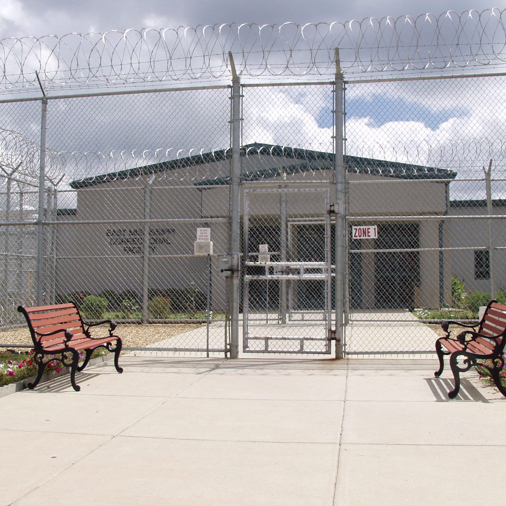 Mississippi prison inmate dies in hanging