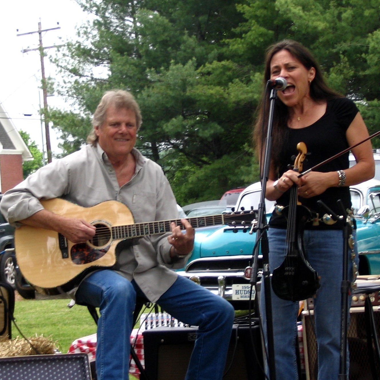 Reggie Young: Fans, musicians mourn legendary guitarist's death