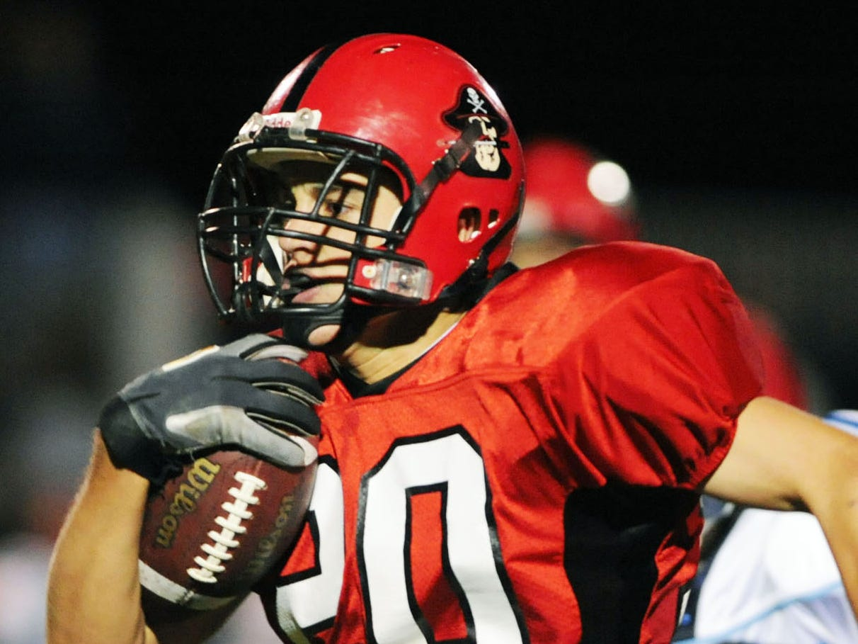 Pewaukee's Derek Watt races to the end zone during a game in 2008.