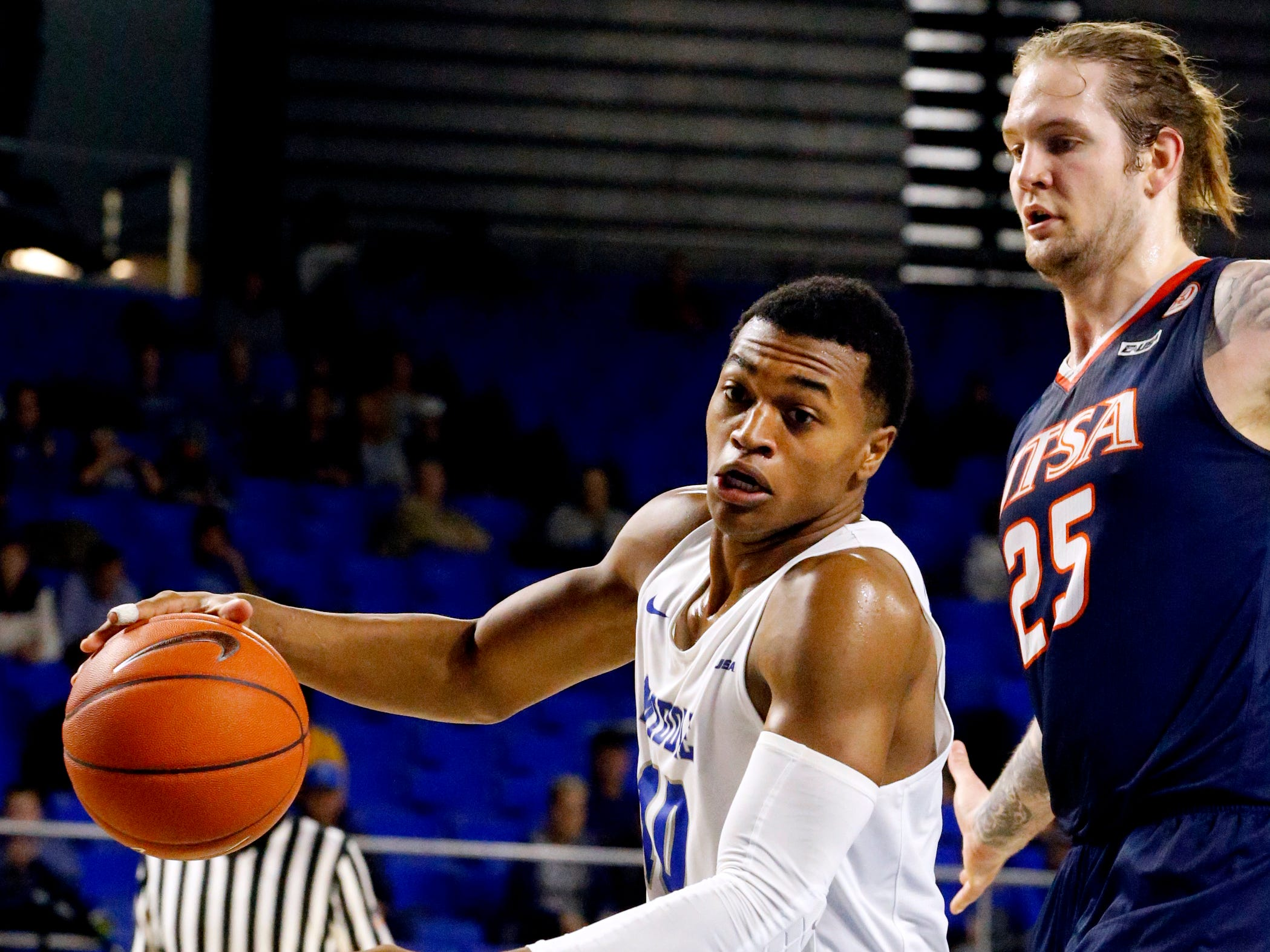 MTSU's guard Jayce Johnson (10) drives to the basket as UTSA's forward Nick Allen (25) guards him on Thursday Jan. 17, 2019.