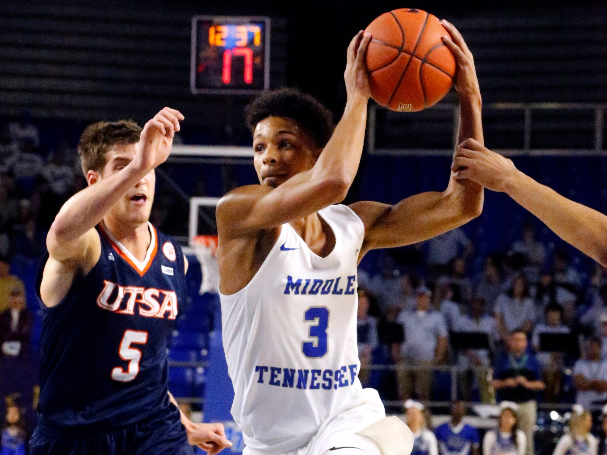 MTSU's guard Donovan Sims (3) drives to the basket s UTSA's guard Giovanni De Nicolao (5) comes up from behind him on Thursday Jan. 17, 2019.