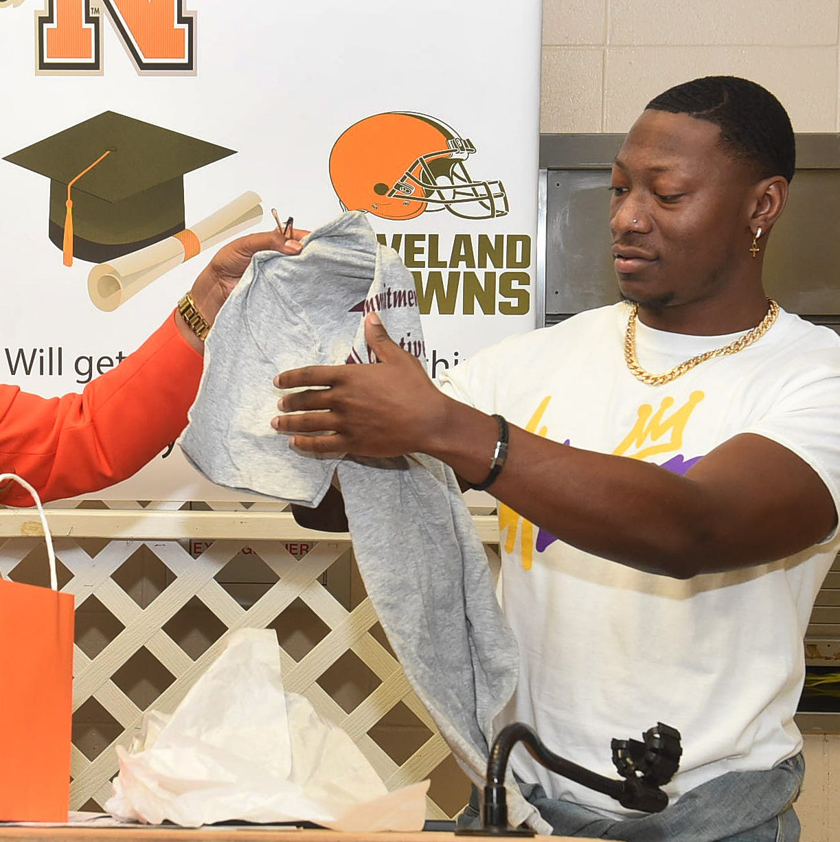 OHS alum, now with NFL, advises students on role models, staying out of trouble