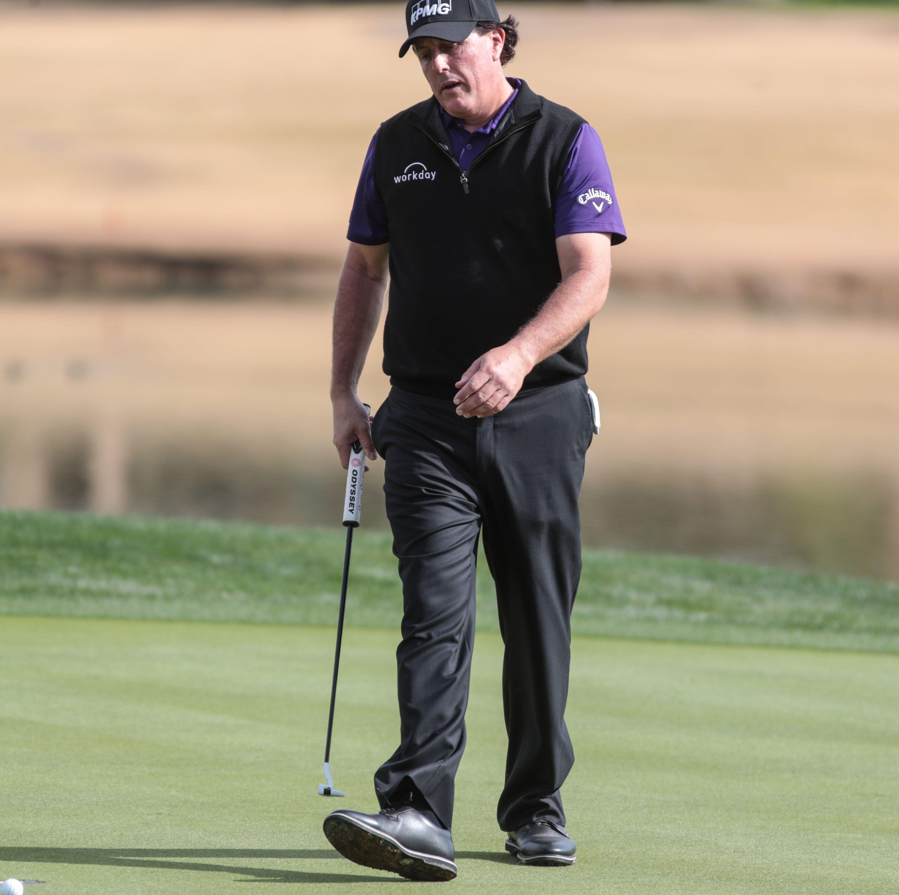 Phil Mickelson goes from sizzling to merely solid but still leads Desert Classic
