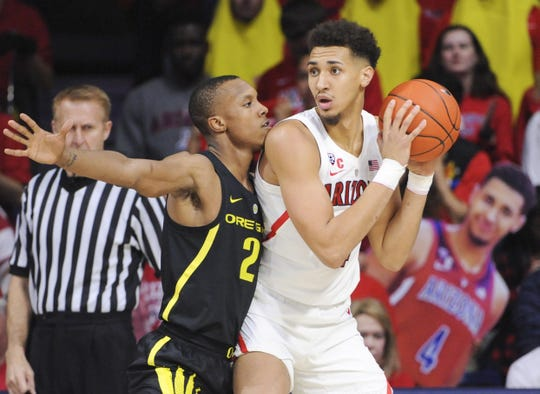 Jan 17, 2019; Tucson, AZ, USA; Arizona Wildcats center Chase Jeter (4) tries to pass the ball against Oregon Ducks forward Louis King (2) during the first half at McKale Center. Mandatory Credit: Casey Sapio-USA TODAY Sports
