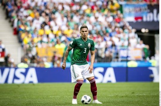 Carlos Salcedo ha triunfado con la Selección Mexicana.