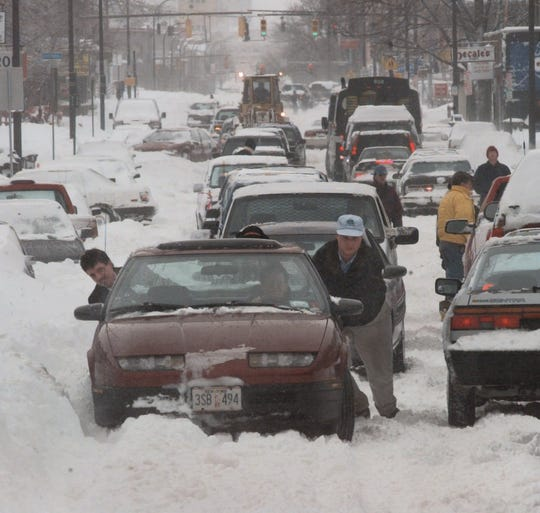 Cars trying to navigate snow-clogged Monroe Avenue in Rochester on March 4, 1999.