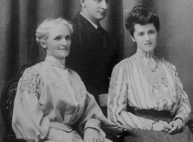 Mother and daughter Estella (McCully) Gilbert and daughter Agnes (Gilbert) Schucking, circa 1920s.