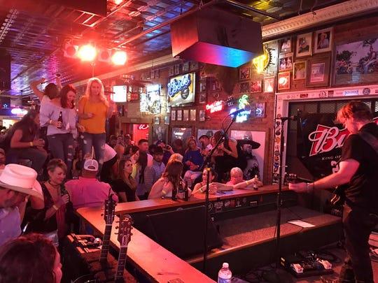 Blaine's Pub, 10 W. Harris Ave.