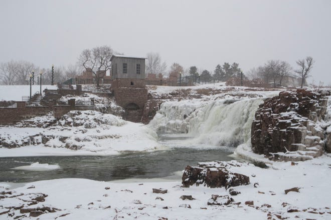 Snow storm hits Sioux Falls, S.D., Friday, Jan. 18, 2019.