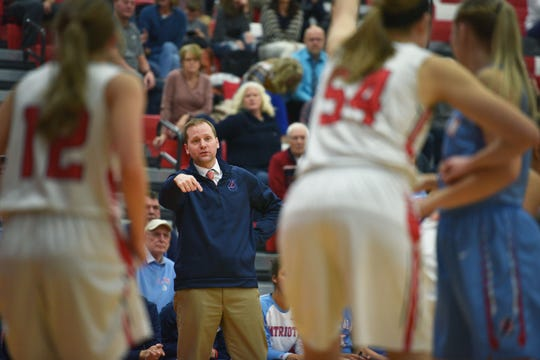 Lincoln's head coach Matt Daly talks to players during the game against Brandon Valley Thursday, Jan. 17, at Brandon Valley.