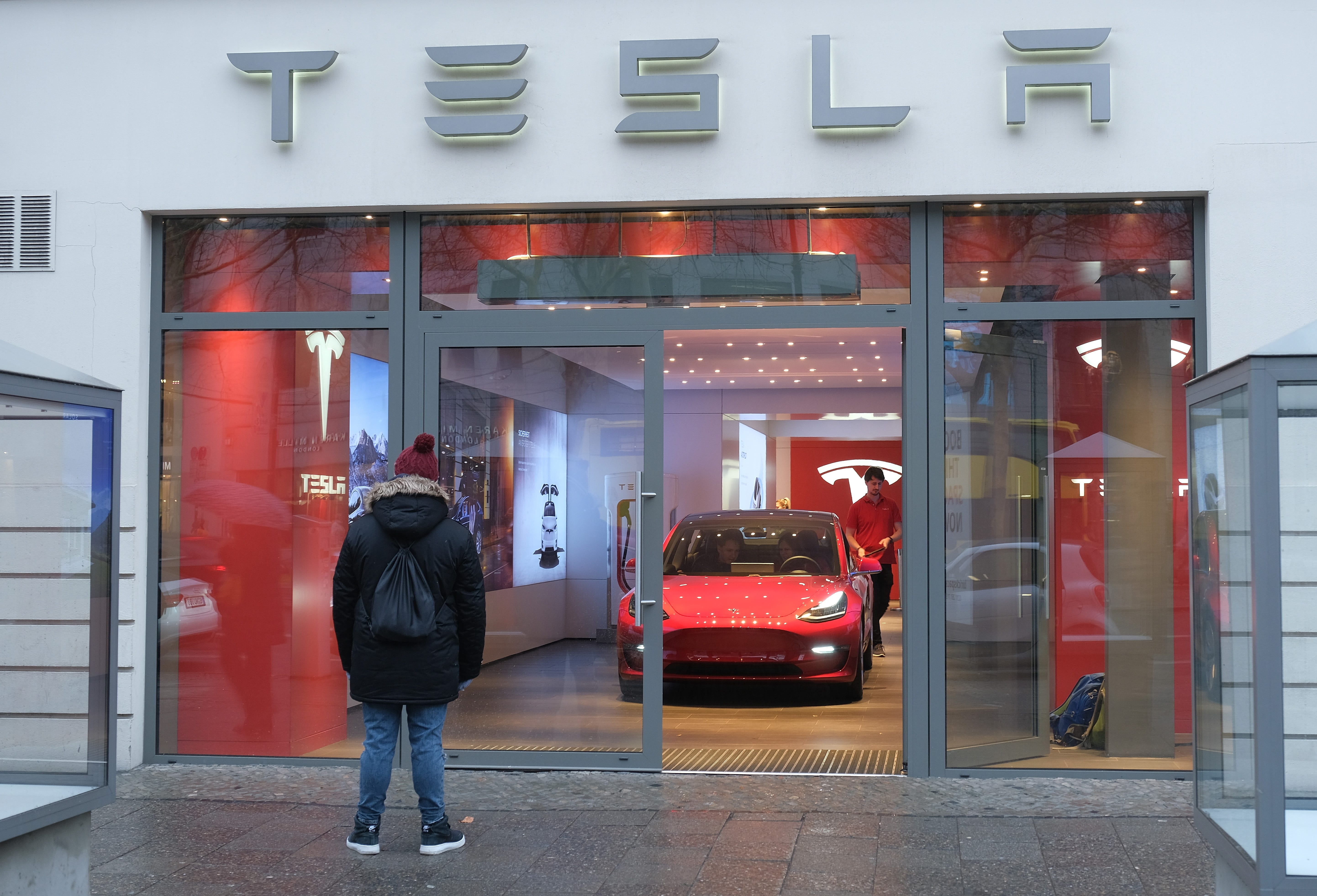 Tesla to cut workforce by 7 percent, increase Model 3 production at lower prices