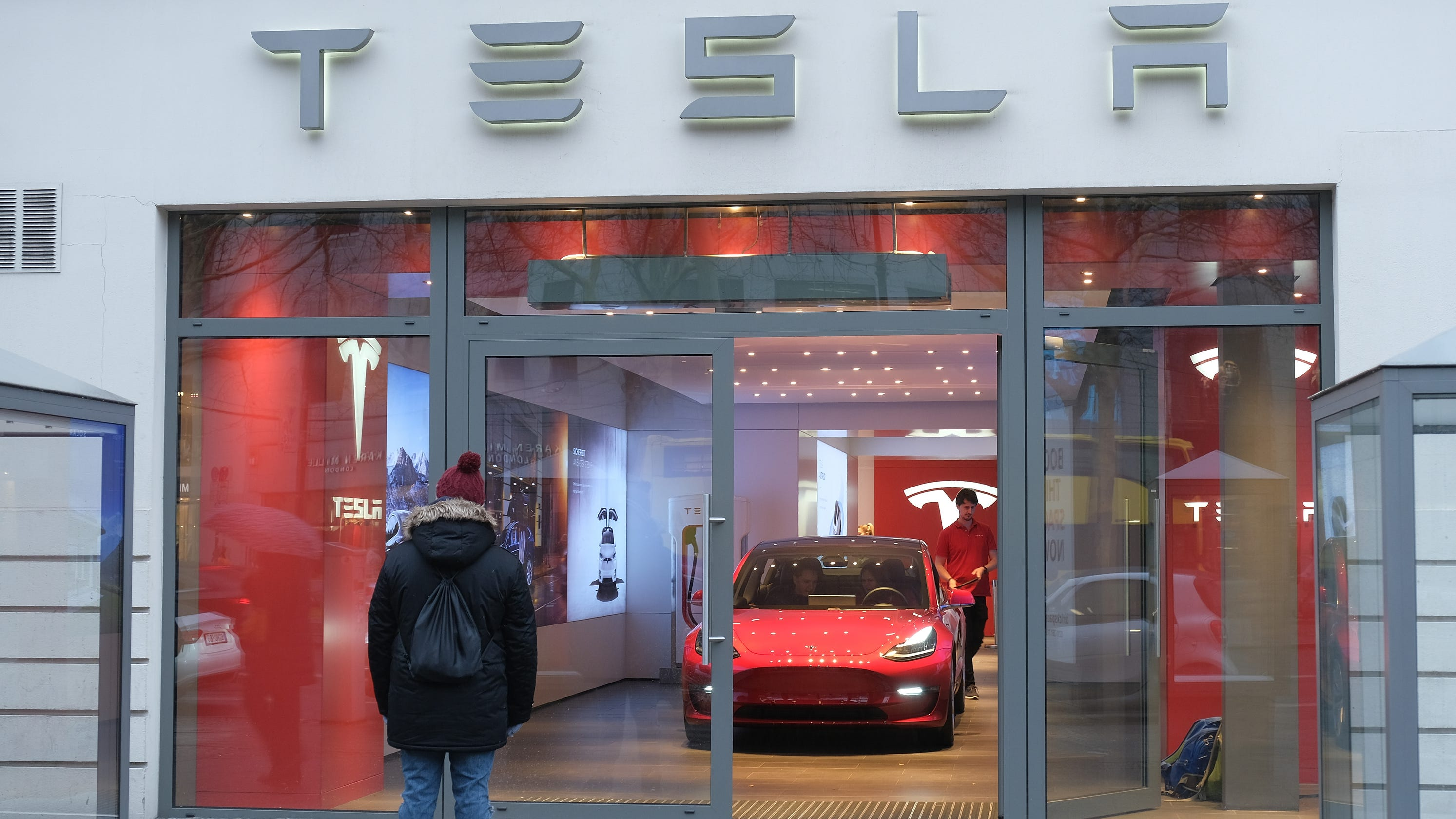 Tesla to slash workforce by 7 percent, plans to increase Model 3 production
