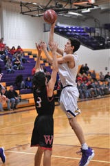 Wylie's 6-foot-10 Austin Brewer (4) can be a force inside on both sides of the ball. The Bulldogs will rely on him to disrupt Lubbock Monterey in Tuesday's 7 p.m. Region I-5A bi-district playoff at Borden County High in Gail.