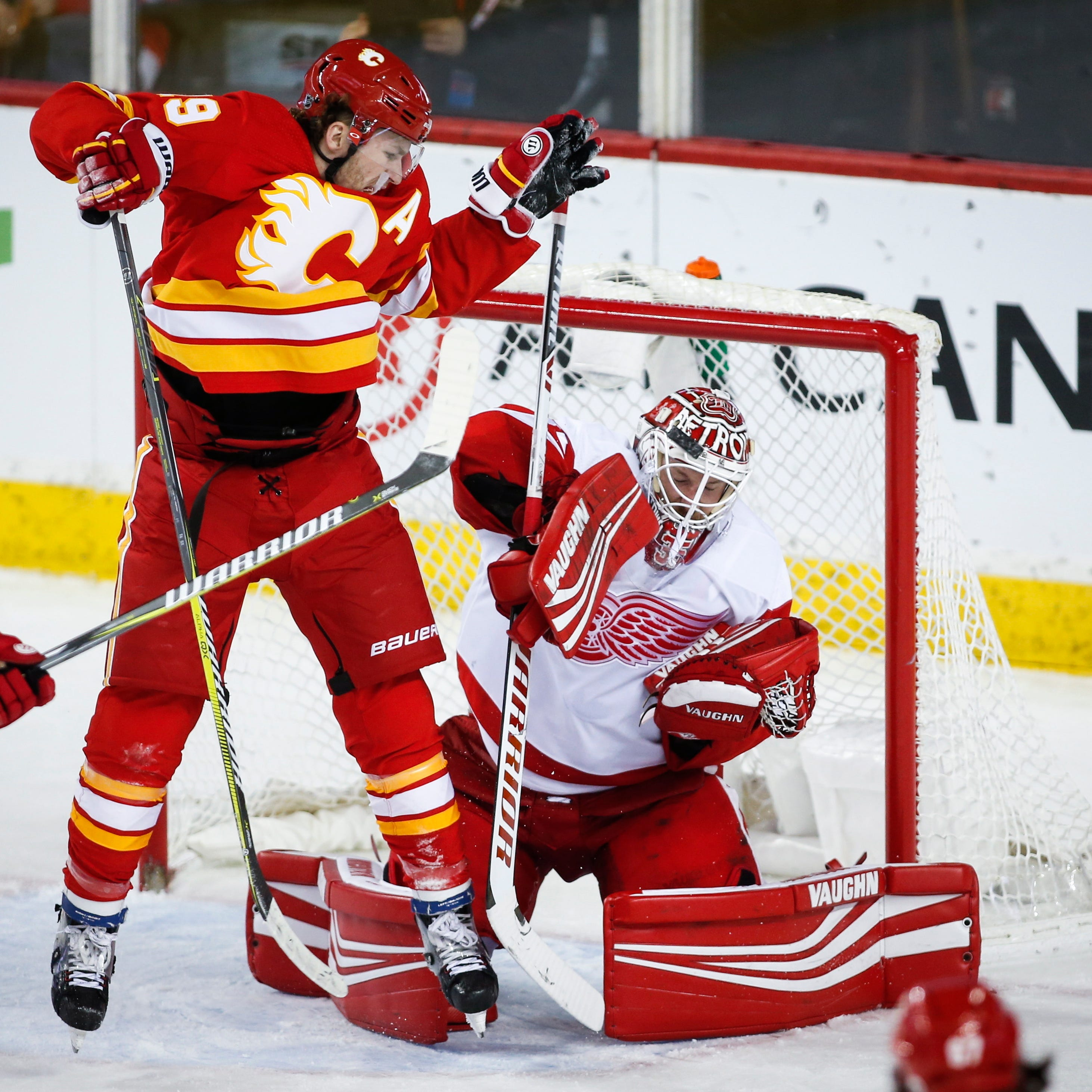 Detroit Red Wings burned by Calgary Flames, blow another late lead
