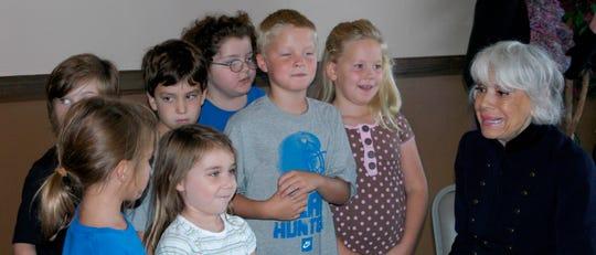 Carol Channing talks to some children from Huntingdon.