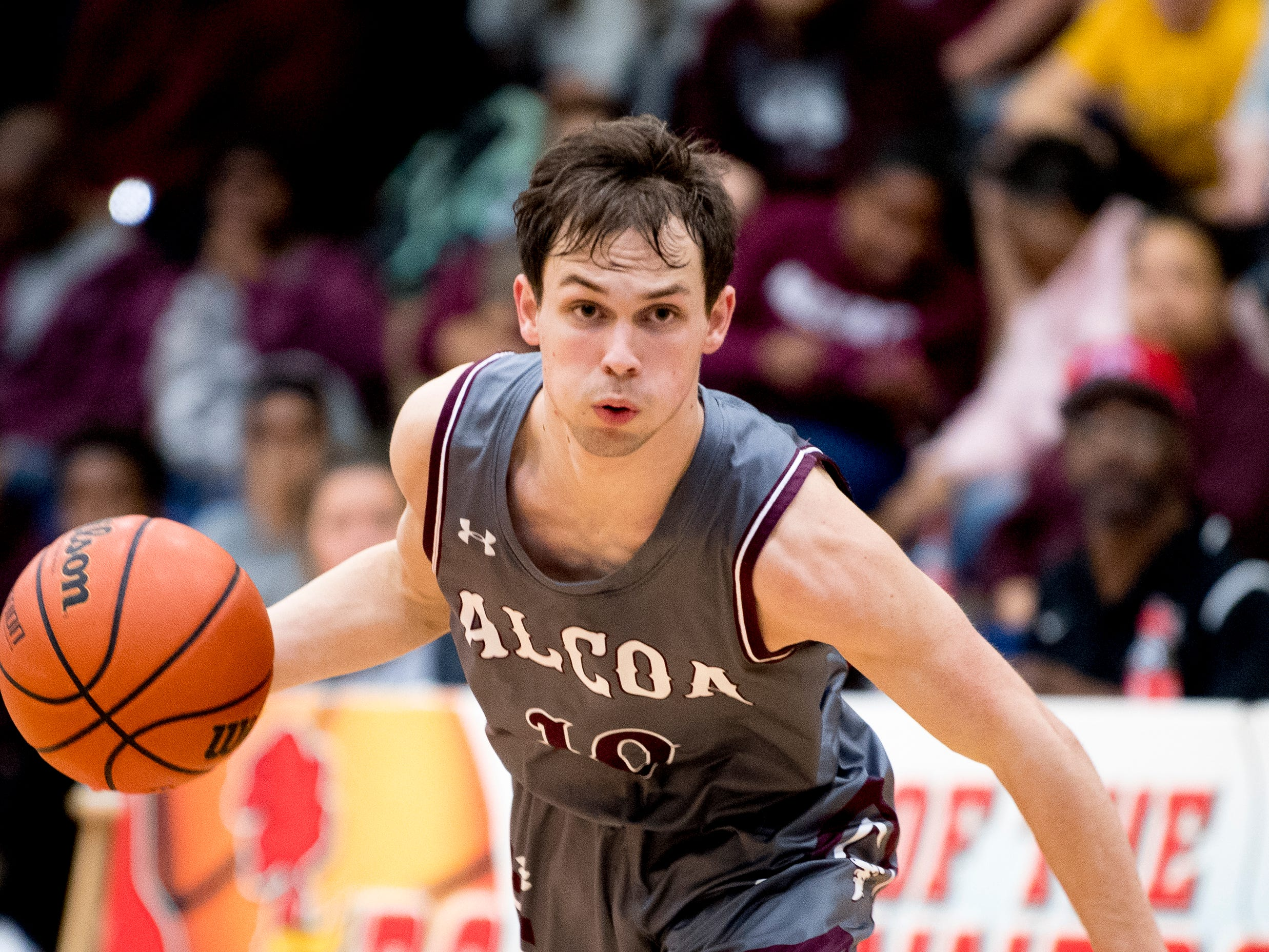 Alcoa's Nate Marsh (10) dribbles down the court during a game between Austin-East and Alcoa at Austin-East High School in Knoxville, Tennessee on Friday, January 18, 2019.