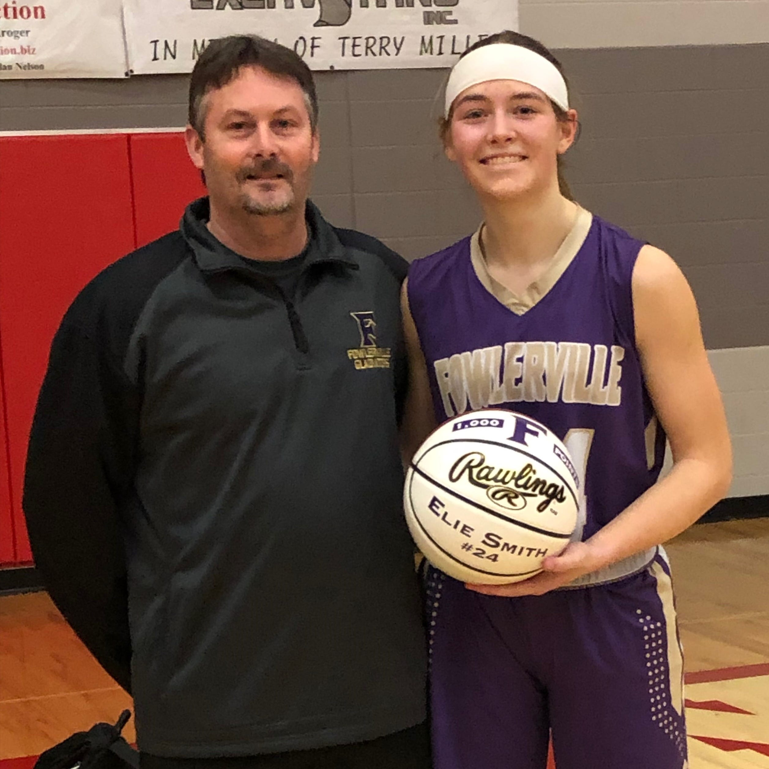 Roundup: Fowlerville's Elie Smith scores 1,000th point in victory at St. Johns