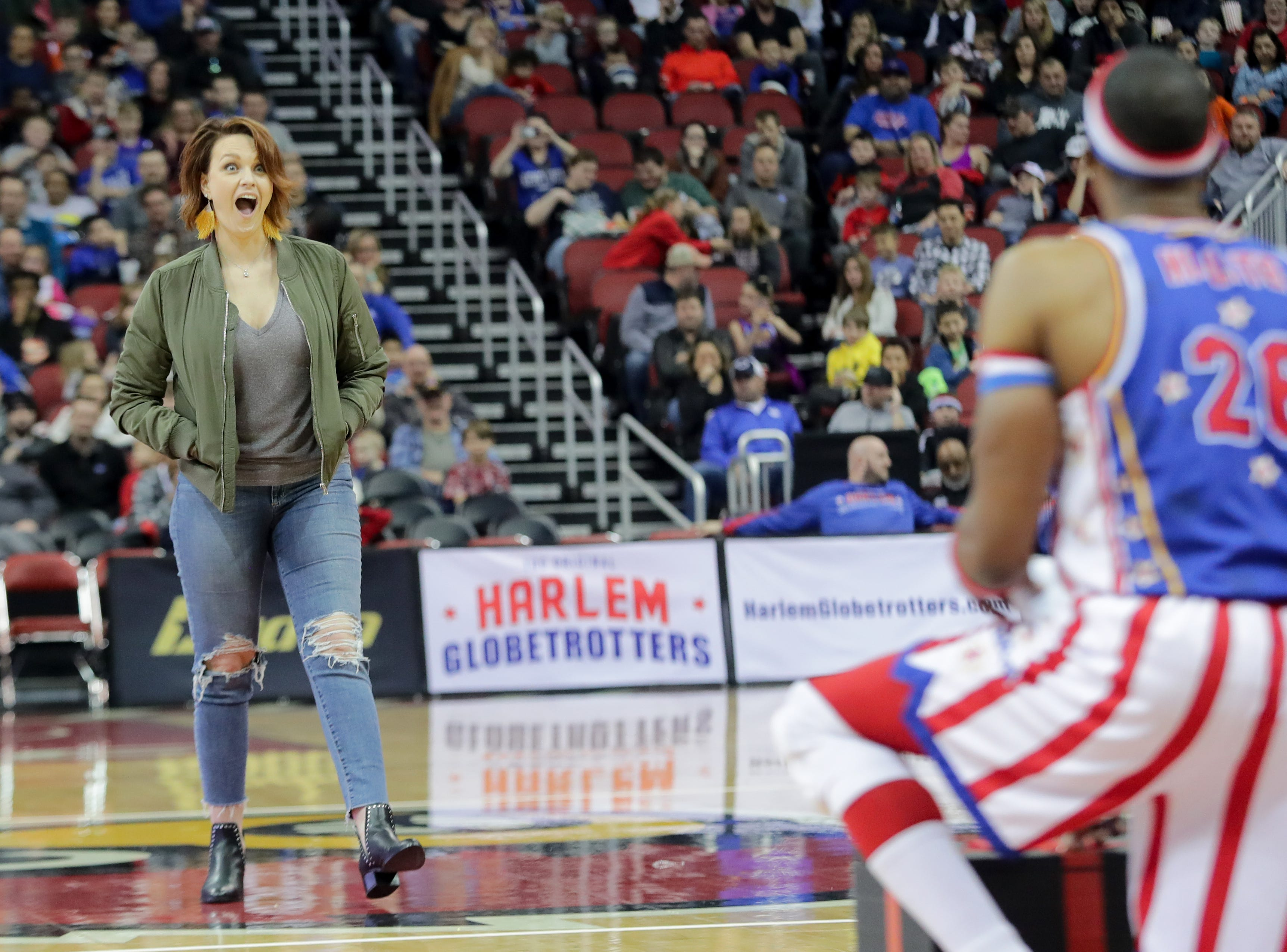 Harlem Globetrotters' Hi-Lite gives a fan a choice between the contents of an envelope or the box.