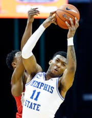 Memphis guard Antwann Jones makes a steal against SMU during Saturday's game.