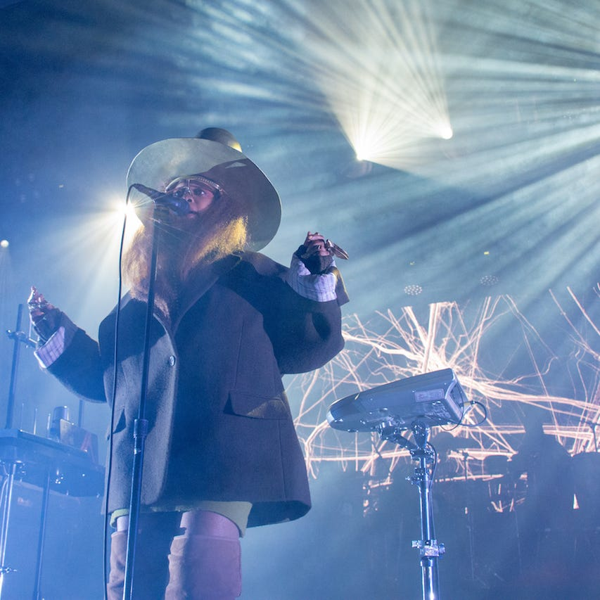 A tardy Erykah Badu still electrifying as ever for first Milwaukee concert in 14 years